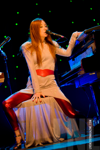 Tori Amos live in Montreal, Sinful Attraction tour, photos by LivenLoud- click for more!